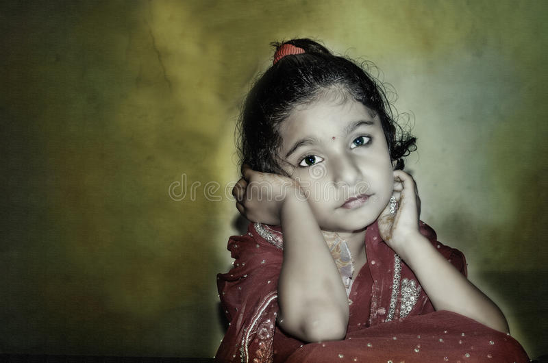 Espera da noiva de criança da menina foto de stock royalty free