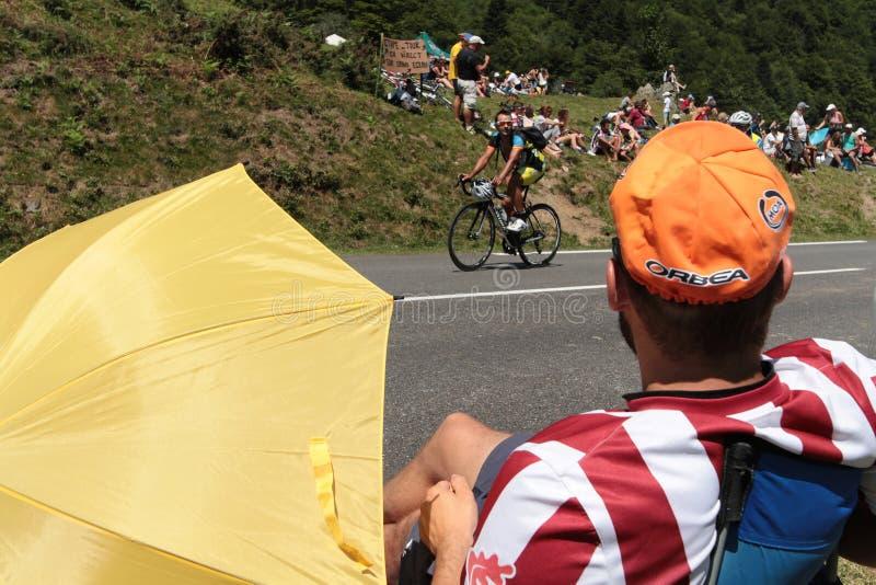 Espera de los espectadores para el Tour de France imagenes de archivo