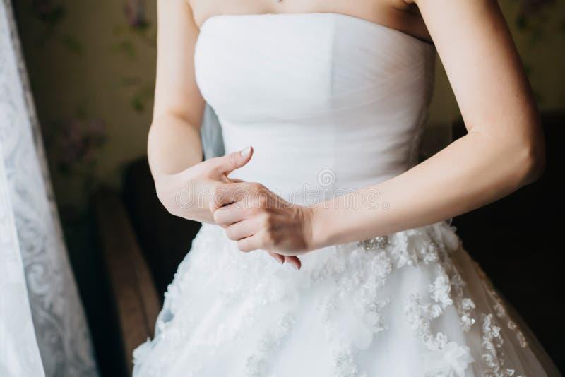 Espera nervosa nova da noiva preocupada fotografia de stock royalty free