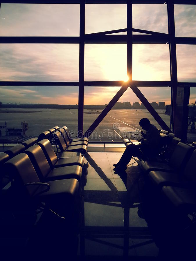 Espera no aeroporto do Pequim fotos de stock