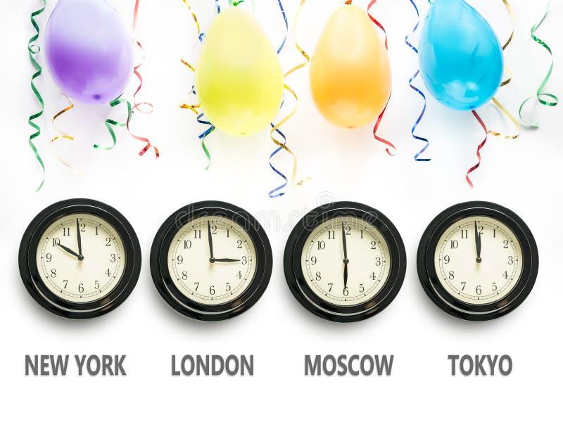 Esperando o ano novo em todo o mundo imagens de stock