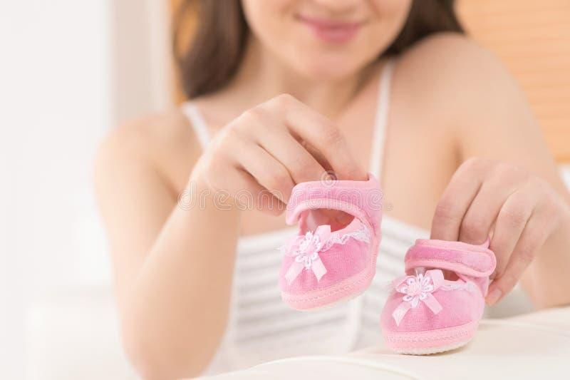 Esperando um bebê. imagens de stock
