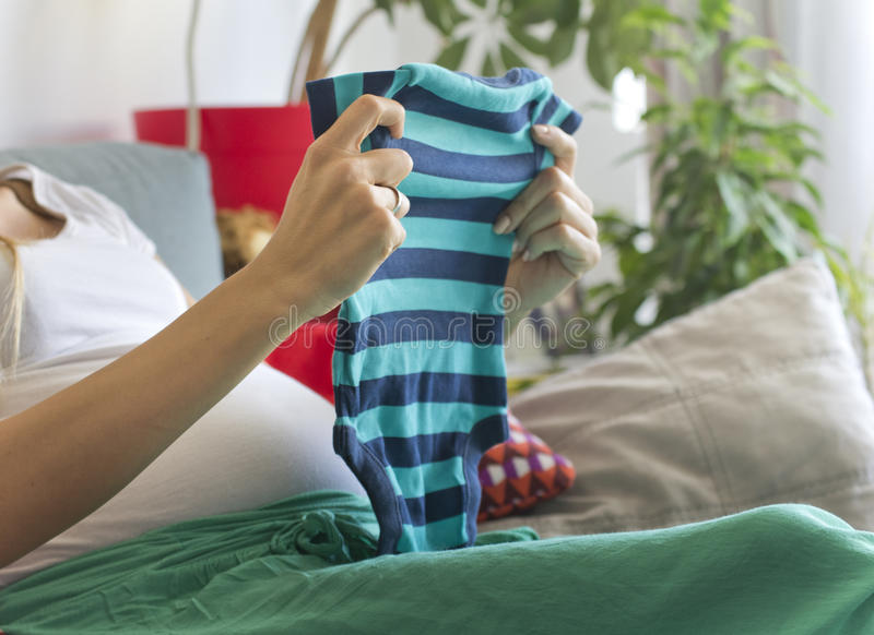 Esperando um bebê imagens de stock royalty free