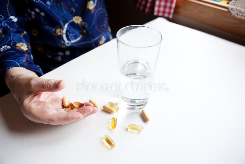 Esperto con le pillole immagini stock