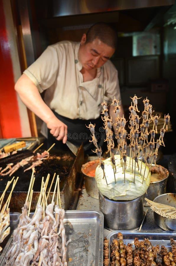 Espetos exóticos do alimento no Pequim fotografia de stock