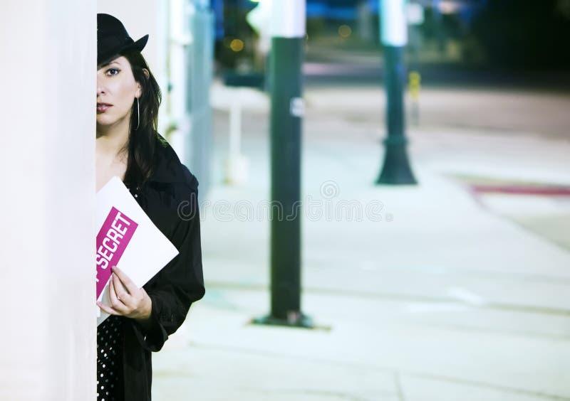 Espião da mulher com original foto de stock royalty free