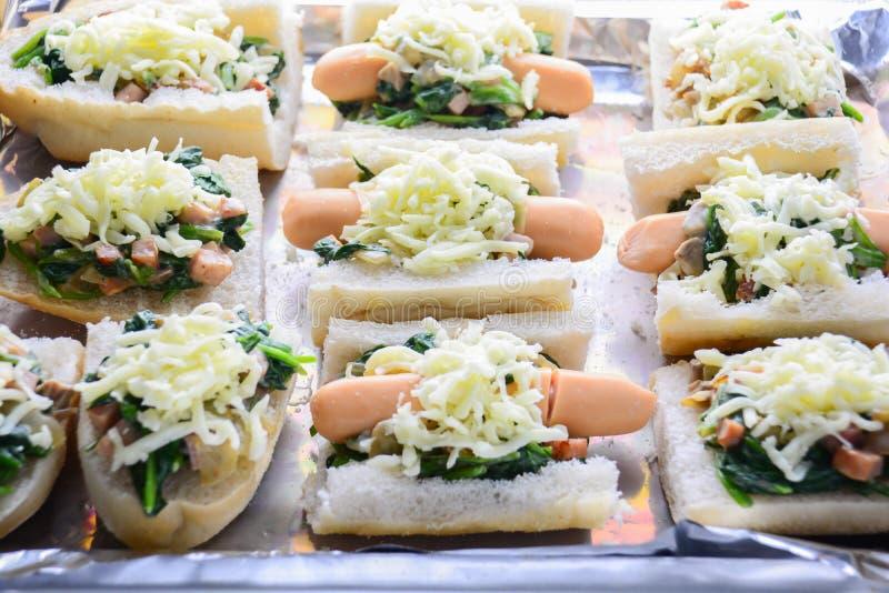 Espinaca cocida al horno con queso fotos de archivo
