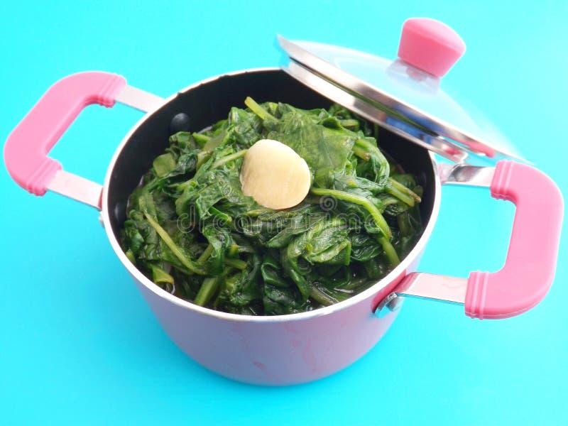Download Espinaca fresca con ajo foto de archivo. Imagen de vitaminas - 42426158