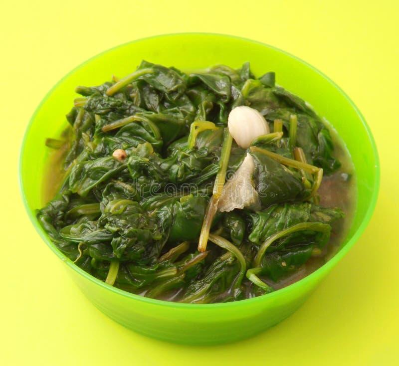 Download Espinaca fresca con ajo imagen de archivo. Imagen de comida - 42426837