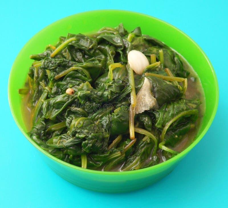 Download Espinaca fresca con ajo foto de archivo. Imagen de alimento - 42426918