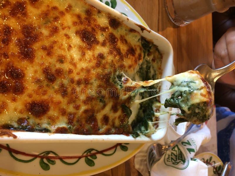 Espinafre cozido com queijo foto de stock royalty free