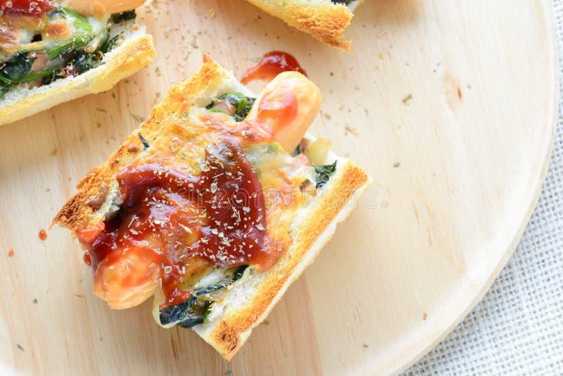 Espinafre cozido com queijo fotos de stock royalty free