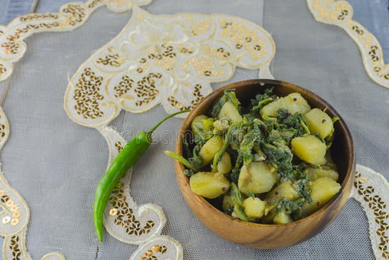 Espinafres saudáveis cozinhados com batata imagem de stock royalty free