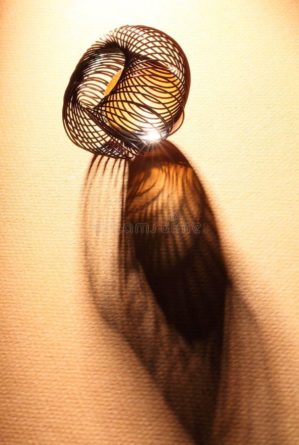Espiral do fio com esfera de vidro imagens de stock royalty free
