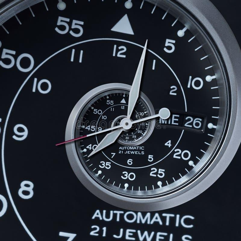 Espiral surrealista de reloj del reloj del fractal de plata negro moderno clásico del extracto Fractal abstracto inusual del mode fotos de archivo libres de regalías