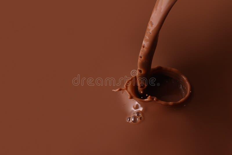 Espirrando o chocolate imagens de stock