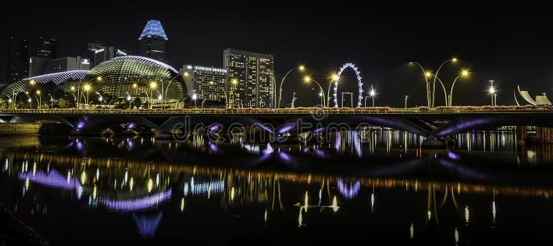Esplanada teatr nocą, Singapur fotografia stock