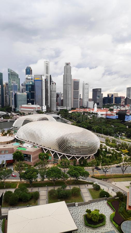 Esplanada teatry na zatoce z Singapur miastem fotografia royalty free