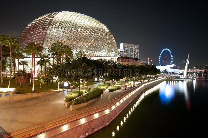 Esplanade θέατρο Σιγκαπούρη τη νύχτα στοκ φωτογραφία