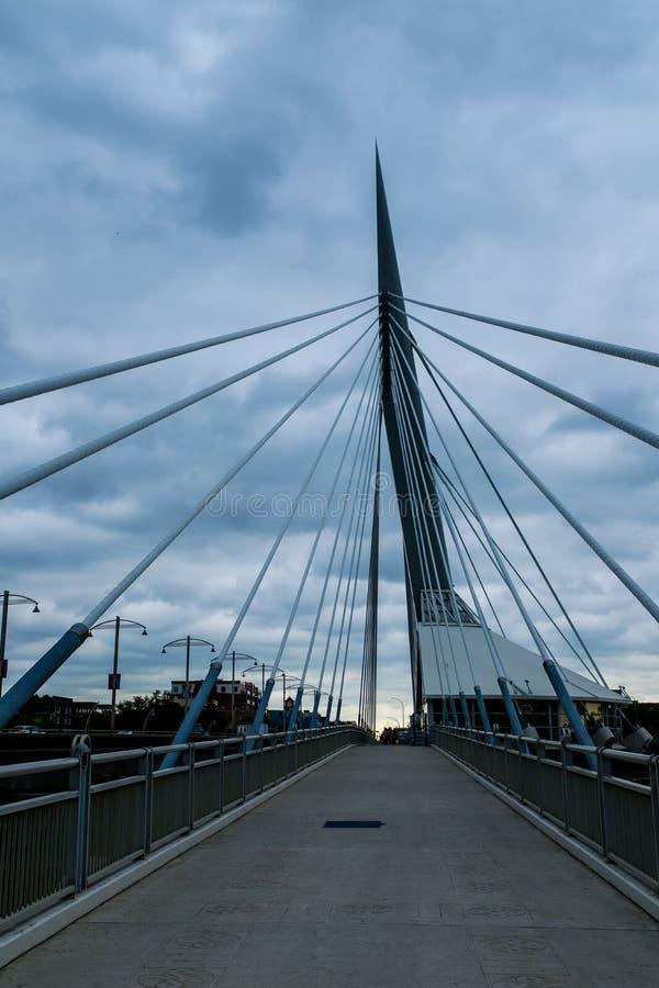 Esplanade Riel Footbridge à Winnipeg image libre de droits