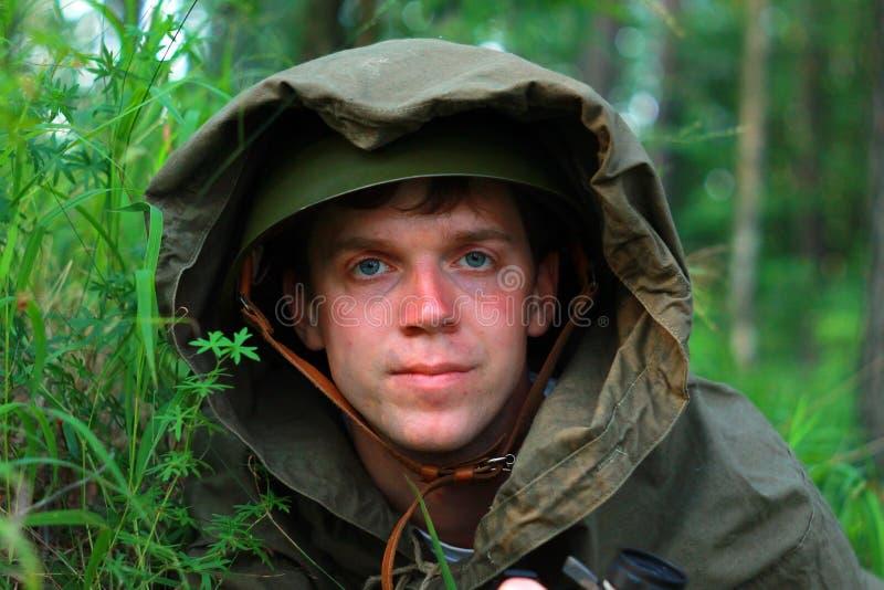 Esploratore in foresta immagine stock