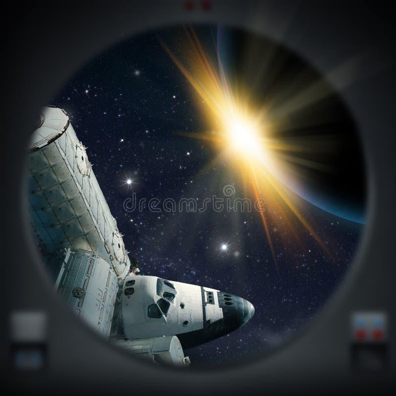 Esplorazione umana del pianeta straniero con la navetta royalty illustrazione gratis
