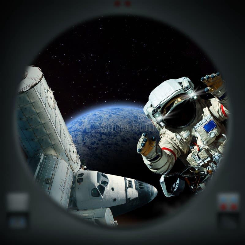 Esplorazione umana del pianeta straniero Navetta ed astronauta illustrazione vettoriale