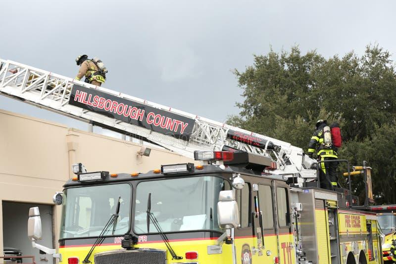 Esplosione all'ispettorato America una società nel parco del corporex a Tampa, FL 8 ottobre 2018 un uomo era ustione con un prodo immagini stock libere da diritti