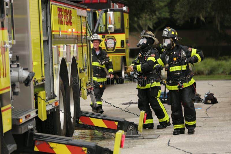 Esplosione all'ispettorato America una società nel parco del corporex a Tampa, FL 8 ottobre 2018 un uomo era ustione con un prodo immagini stock