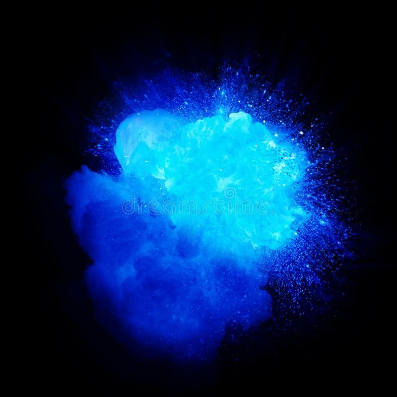 Esplosione blu realistica con le scintille ed il fumo royalty illustrazione gratis