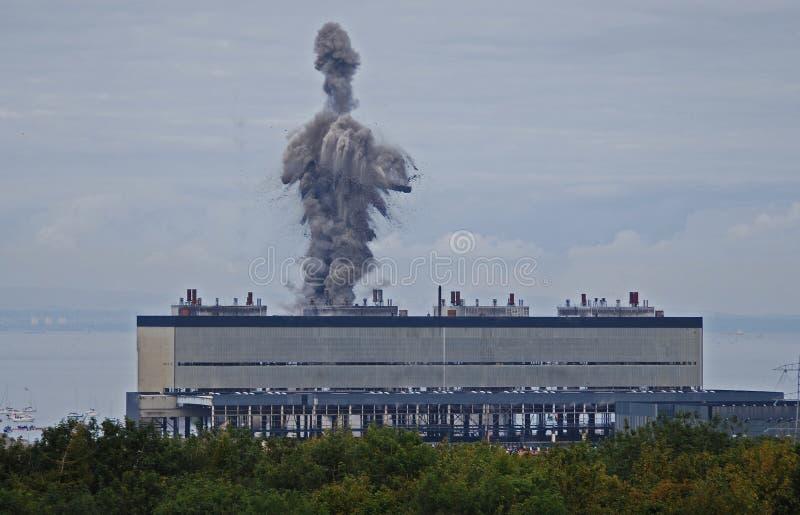 Esplosione di demolizione della centrale elettrica di Cockenzie fotografia stock libera da diritti