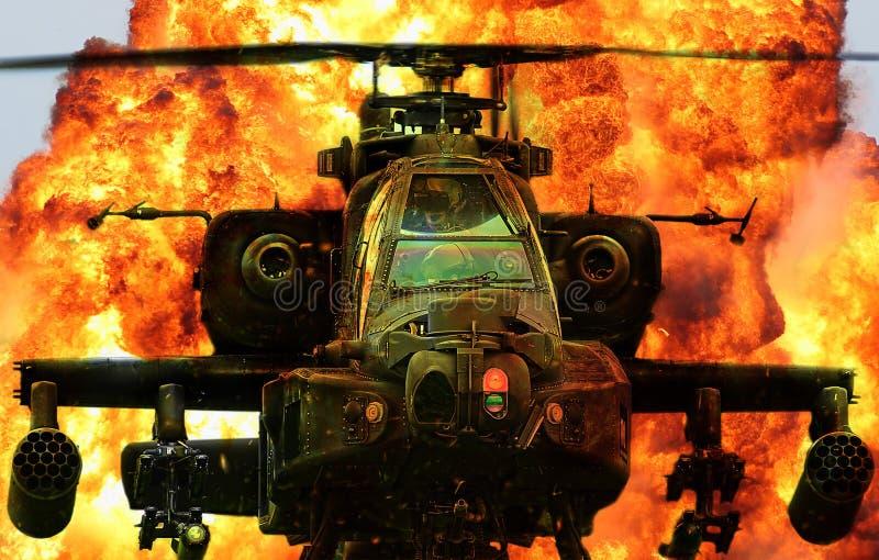 Esplosione militare di Apache dell'elicottero fotografia stock