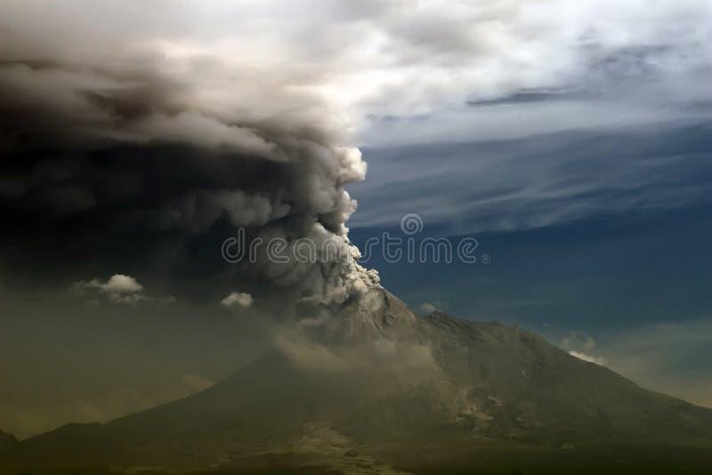 Esplosivo della montagna di Merapi, Yogyakarta Indonesia fotografia stock libera da diritti