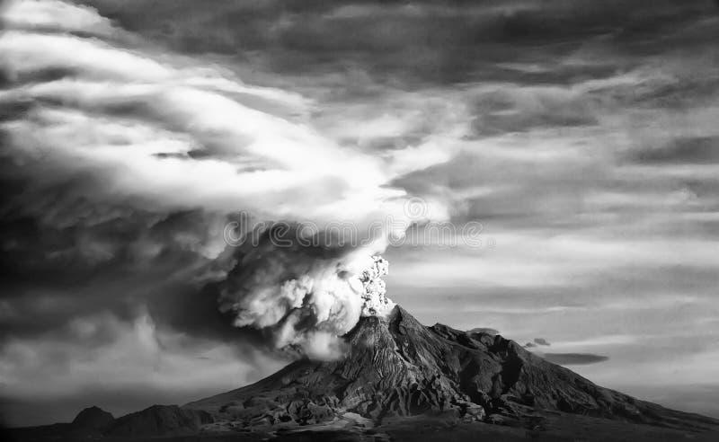 Esplosivo & eruzione della montagna di Merapi a Yogyakarta, Indonesia fotografia stock libera da diritti