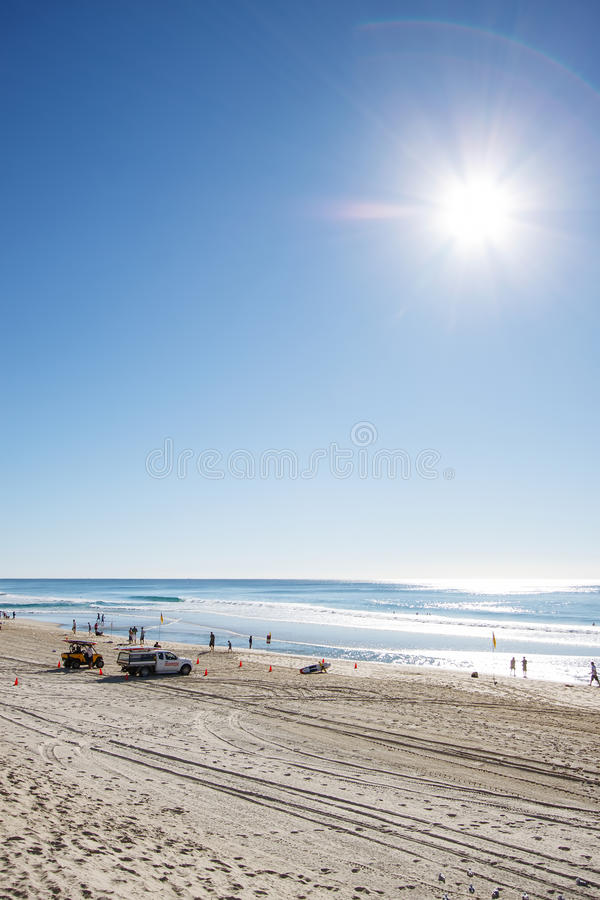 Esponga al sole l'aumento sopra il paradiso fronte mare, la Gold Coast dei surfisti fotografia stock libera da diritti