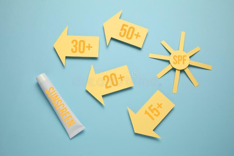 Esponga al sole la lozione di SPF di fattore di protezione Crema della protezione solare, blocco solare immagini stock libere da diritti