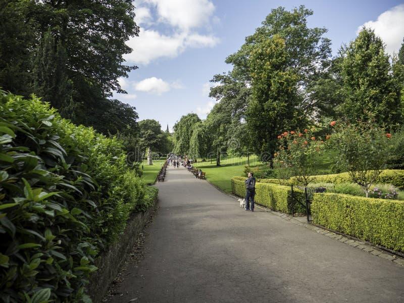 Esponga al sole su principi Street Gardens Edimburgo immagine stock