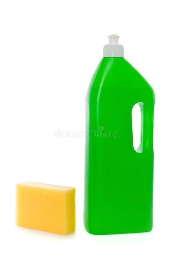 Esponja amarilla y botella verde con el jabón del plato fotos de archivo