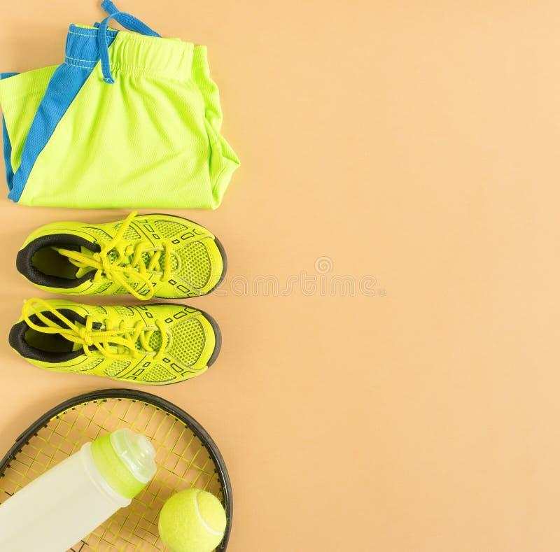 Esporte, aptidão, tênis, estilo de vida saudável, material do esporte A raquete de tênis, instrutores do cal, bola de tênis, cime fotos de stock