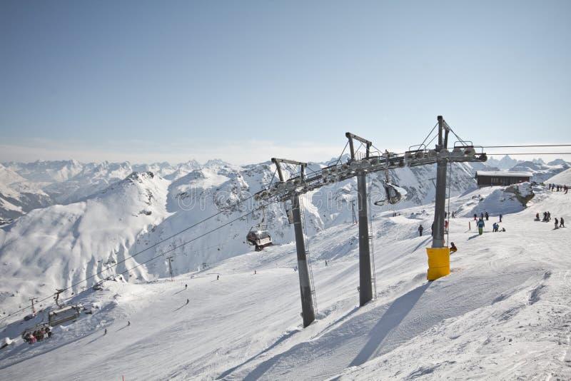 Esporte de inverno no recurso austríaco Montafon fotos de stock royalty free
