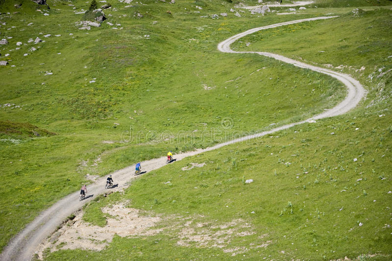 Esporte Freeride da equitação de Mountainbiker fotos de stock royalty free