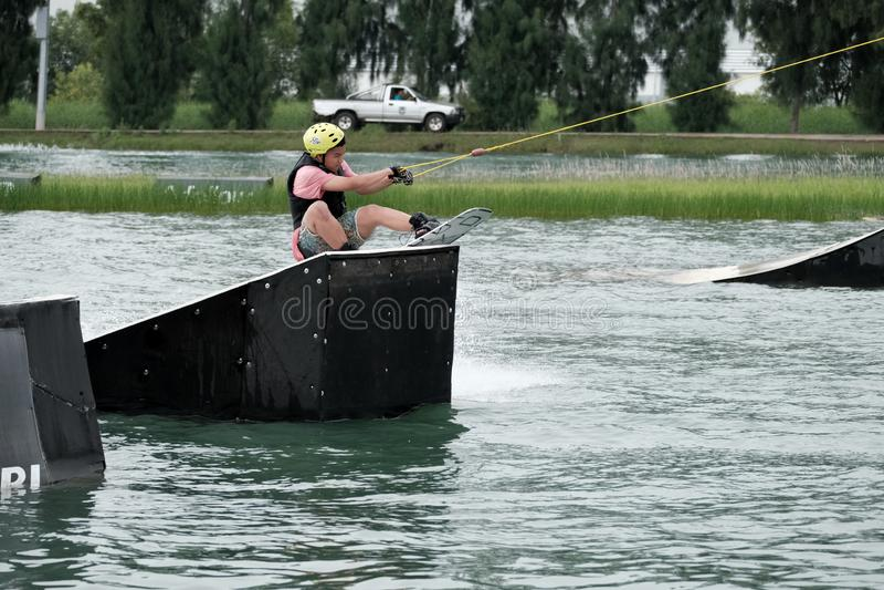Esportes da ação de Wakeboard foto de stock