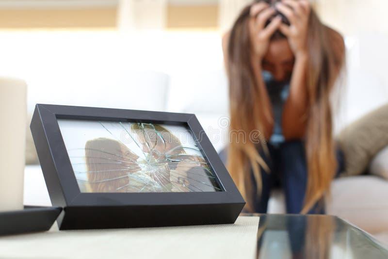Esposa o novia triste después de una desintegración fotografía de archivo libre de regalías