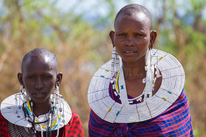 Esposas tradicionales del maasai fotografía de archivo libre de regalías