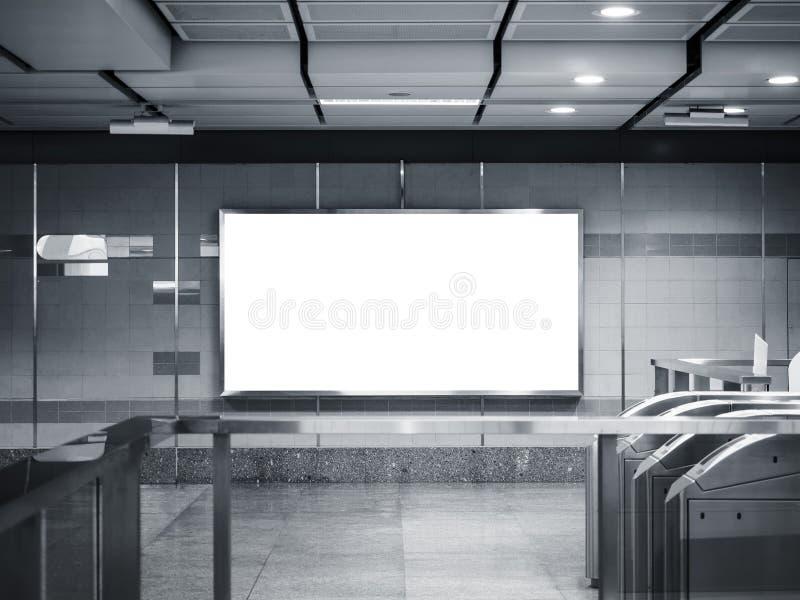 Esposizione alta di derisione del contrassegno dell'insegna del tabellone per le affissioni nella stazione della metropolitana fotografie stock libere da diritti