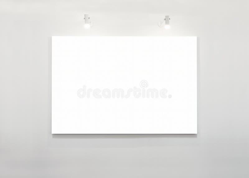 Esposizione in bianco dell'insegna del manifesto sulla parete bianca con l'accensione dell'Art Exhibition fotografia stock libera da diritti