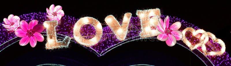 Esposizione decorativa delle luci di Natale di inverno di AMORE immagini stock