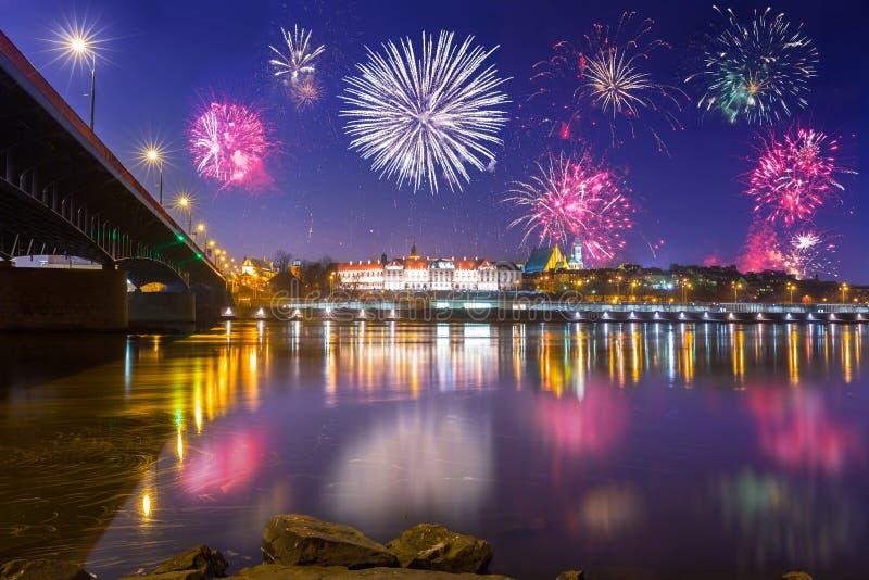 Esposizione dei fuochi d'artificio del nuovo anno a Varsavia fotografia stock