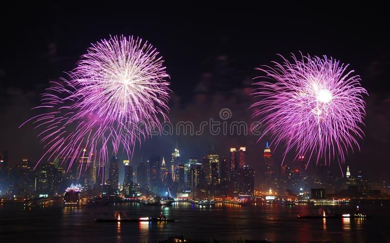 Esposizione dei fuochi d'artificio di New York City Manhattan immagini stock libere da diritti