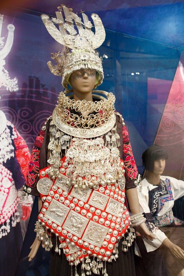 Esposizione dell'abbigliamento di Hmong in Guizhou, Cina fotografie stock libere da diritti